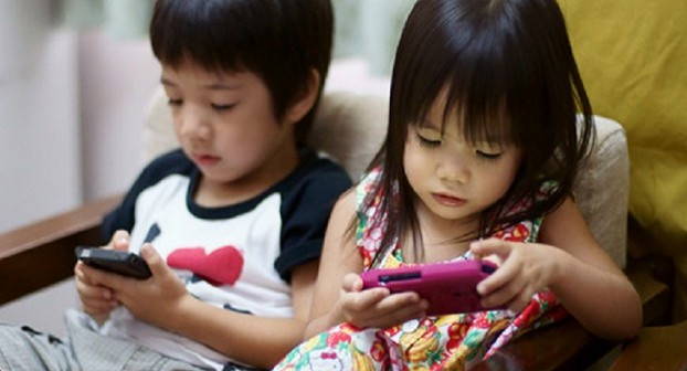 Thai kids using apps