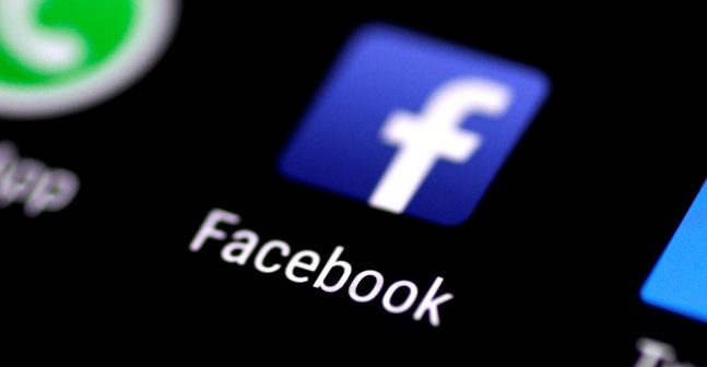 Scrolling on Facebook can 'affect mood'